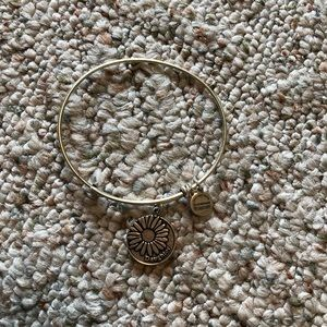 Alex and Ani Daughter with Daisy Bangle: Silver